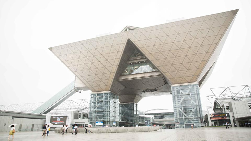 東京国際ブックフェアでモルモン...